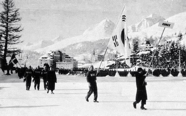 1948년 제5회 스위스 생모리츠 동계올림픽에 출전한 한국 대표단. 한국의 올림픽 도전은 하계보다 동계가 먼저였답니다.