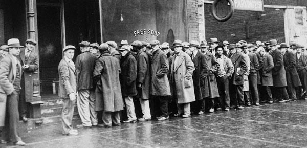 1931년 대공황 당시 미국 시카고의 무료 급식소에 길게 줄지어 서 있는 남성 실업자들의 모습.