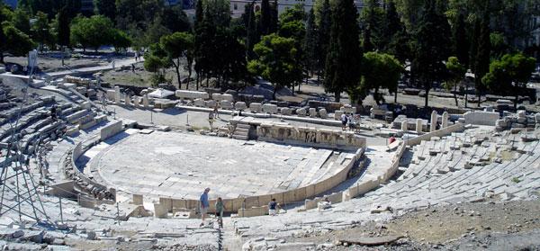 그리스 아테네 아크로폴리스 남쪽에 있는 디오니소스 극장 유적입니다. /위키피디아