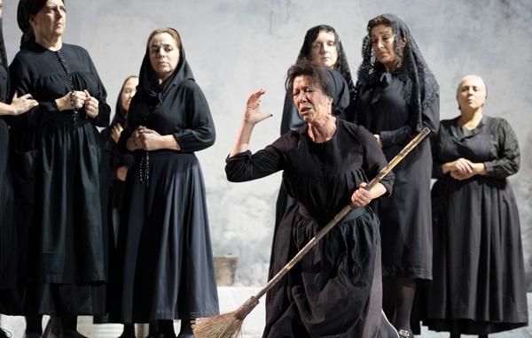 2018년 스페인 마드리드에서 공연했던 뮤지컬'베르나르다 알바의 집'의 한 장면입니다. /게티이미지
