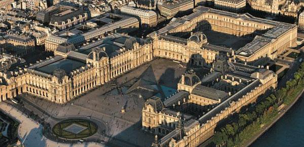 프랑스 파리에 있는 루브르 박물관 전경이에요. 루브르 박물관은 전시 공간 면적이 6만600㎡(약 1만8300평)로, 세계에서 가장 커요. /루브르 박물관 홈페이지